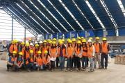 Alumnos Universidad Santo Tomás en el galpón RAEC