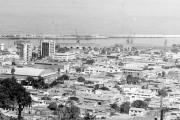 Vista desde el centro al puerto de la ciudad